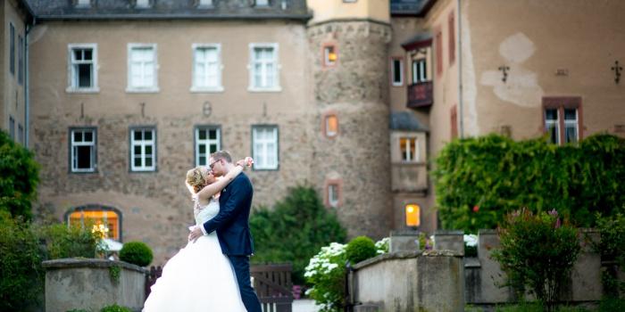 Traumhafte Hochzeit von Natalia und Ulf auf Burg Namedy